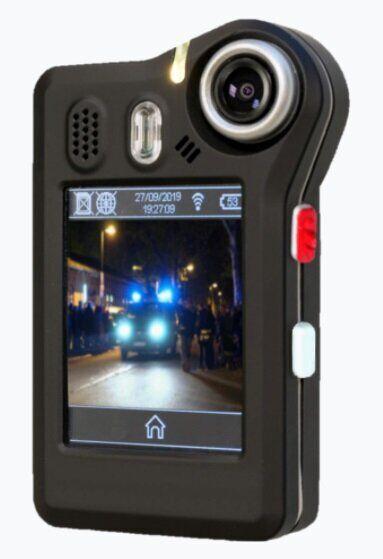 NetCo-Body-Cam-Nahaufnahme-eingeschaltetem-Display